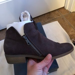LIKE NEW SIZE 9 CHOCOLATE BROWN BOOTIES